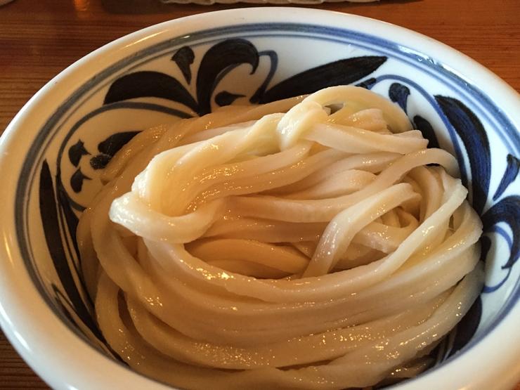 たらいうどん 椛や つるつるシコシコの極太麺